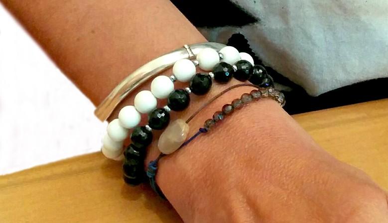 bracelets pierres rondes et lisses